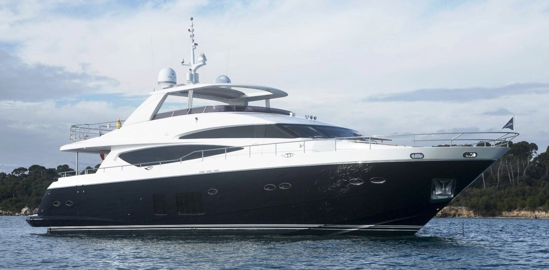 New Yacht for sale on the Market – Princess 30m